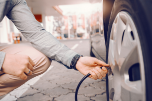 How to Put Air in Tires Without a Gauge